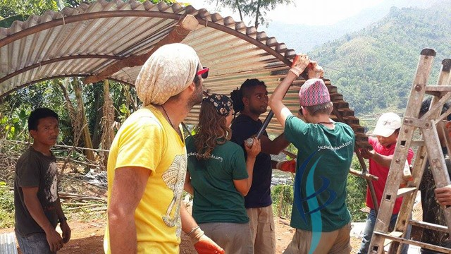 yes helping hands volunteers working for eq victims in Dhading Kumpur (19)